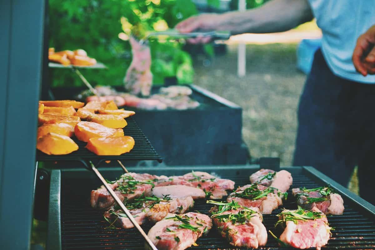 grill na pikniku firmowym
